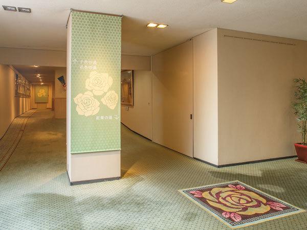 ホテル花巻_バラの小径.jpg